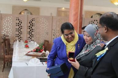 Received the golden hibiscus from Adina Binti Kamarudin, Consul General of Malaysia (Malaysian Consulate General in Frankfurt am Main, Germany)
