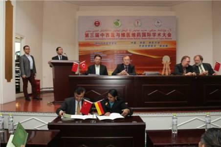 Signing MOU in 2014 at XMU, Urumqi , China